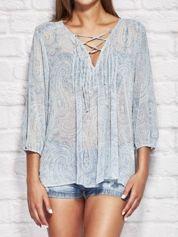 Niebieska bluzka z motywem paisley
