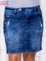 Niebieska jeansowa spódnica mini z przetarciami i kieszeniami PLUS SIZE