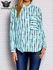 Niebieska koszula w geometryczny wzór