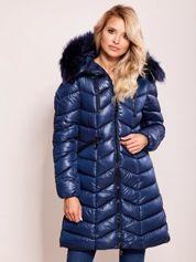 Niebieska pikowana kurtka na zimę z kapturem