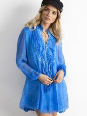 Niebieska sukienka z żabotem