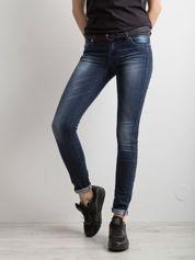 Niebieskie denimowe spodnie slim fit