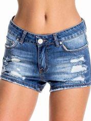 Niebieskie jeansowe szorty z przetarciem