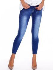 Niebieskie jeansy z kokardkami na nogawkach