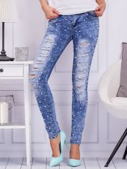 Niebieskie jeansy z perełkami i przetarciami