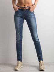 Niebieskie spodnie jeansowe