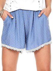 Niebieskie szorty w drobne wzory