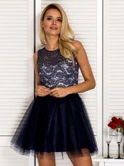 Rozkloszowana sukienka koktajlowa z tiulem granatowa