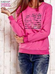 Różowa bluza z tekstowym nadrukiem