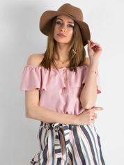 Różowa bluzka odsłaniająca ramiona