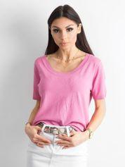 Różowa bluzka z głębokim dekoltem