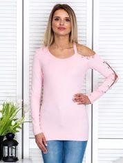Różowa bluzka z wycięciem i kółeczkami