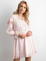 Różowa sukienka boho z falbanami