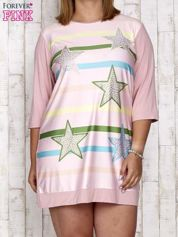 Różowa sukienka dresowa z nadrukiem gwiazd PLUS SIZE