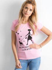 Różowy bawełniany t-shirt z printem