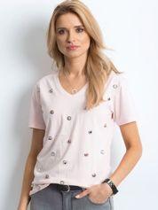 Różowy t-shirt z biżuteryjną aplikacją