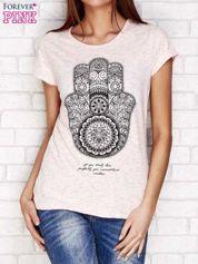 Różowy t-shirt z orientalnym nadrukiem