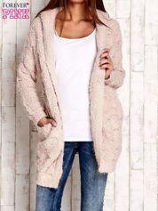 Różowy włochaty sweter z kapturem
