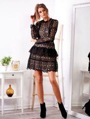 SCANDEZZA Czarna ażurowa sukienka z falbaną