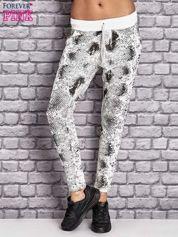 Spodnie dresowe z brokatową aplikacją i nadrukiem ecru