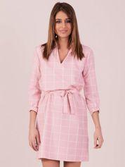 Sukienka różowa w kratę z paskiem