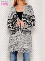 Sweter w geometryczne wzory szary