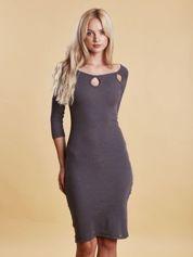 Szara sukienka w prążek z wycięciami