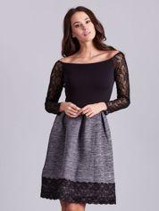 Szara sukienka z koronkową lamówką