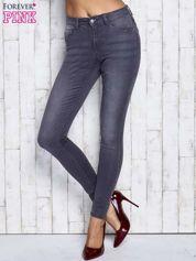 Szare dopasowane spodnie jeansowe