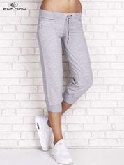 Szare spodnie dresowe capri z dżetami na kieszeniach