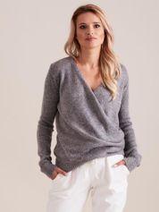 Szary sweter z kopertowym dekoltem
