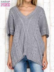 Szary sweter z lureksową nitką