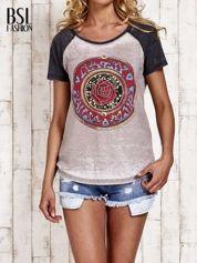 Szary t-shirt z różą efekt acid wash