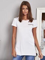 T-shirt damski z ćwiekami biały