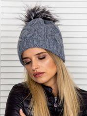 Warkoczowa ocieplana czapka z pomponem ciemnoszara