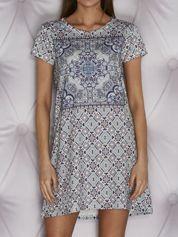 Wzorzysta sukienka dzienna o kroju litery A jasnoniebieska