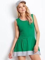 Zielona sukienka z szarym wykończeniem