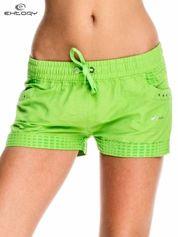Zielone damskie szorty sportowe wiązane w pasie