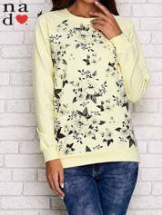 Żółta bluza z kwiatowym nadrukiem