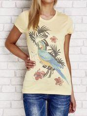 Żółty t-shirt z tropikalnym nadrukiem