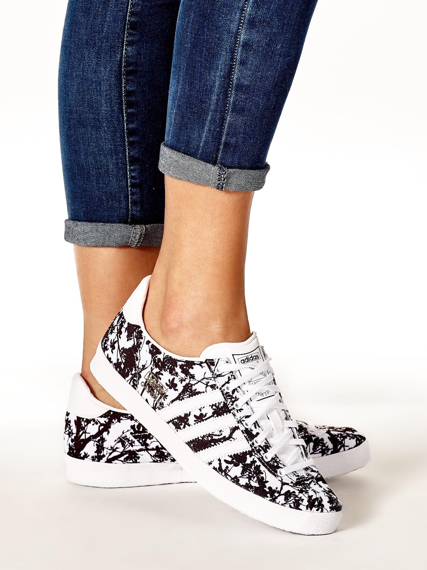 ADIDAS Bia?e damskie buty sportowe z motywem ro?linnym