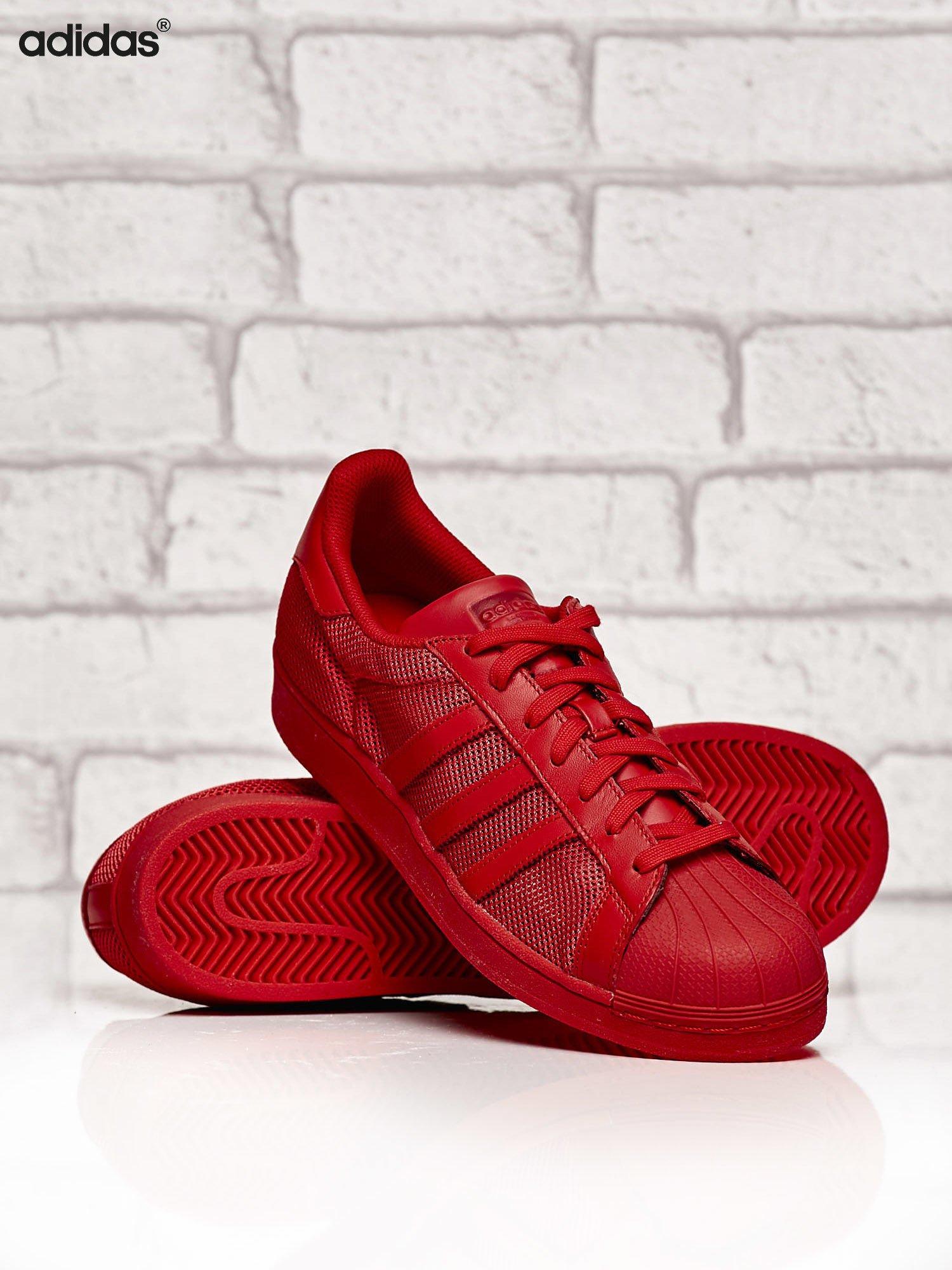 adidas czerwone buty m skie superstar collegiate red o dziurkowej fakturze buty buty sportowe. Black Bedroom Furniture Sets. Home Design Ideas