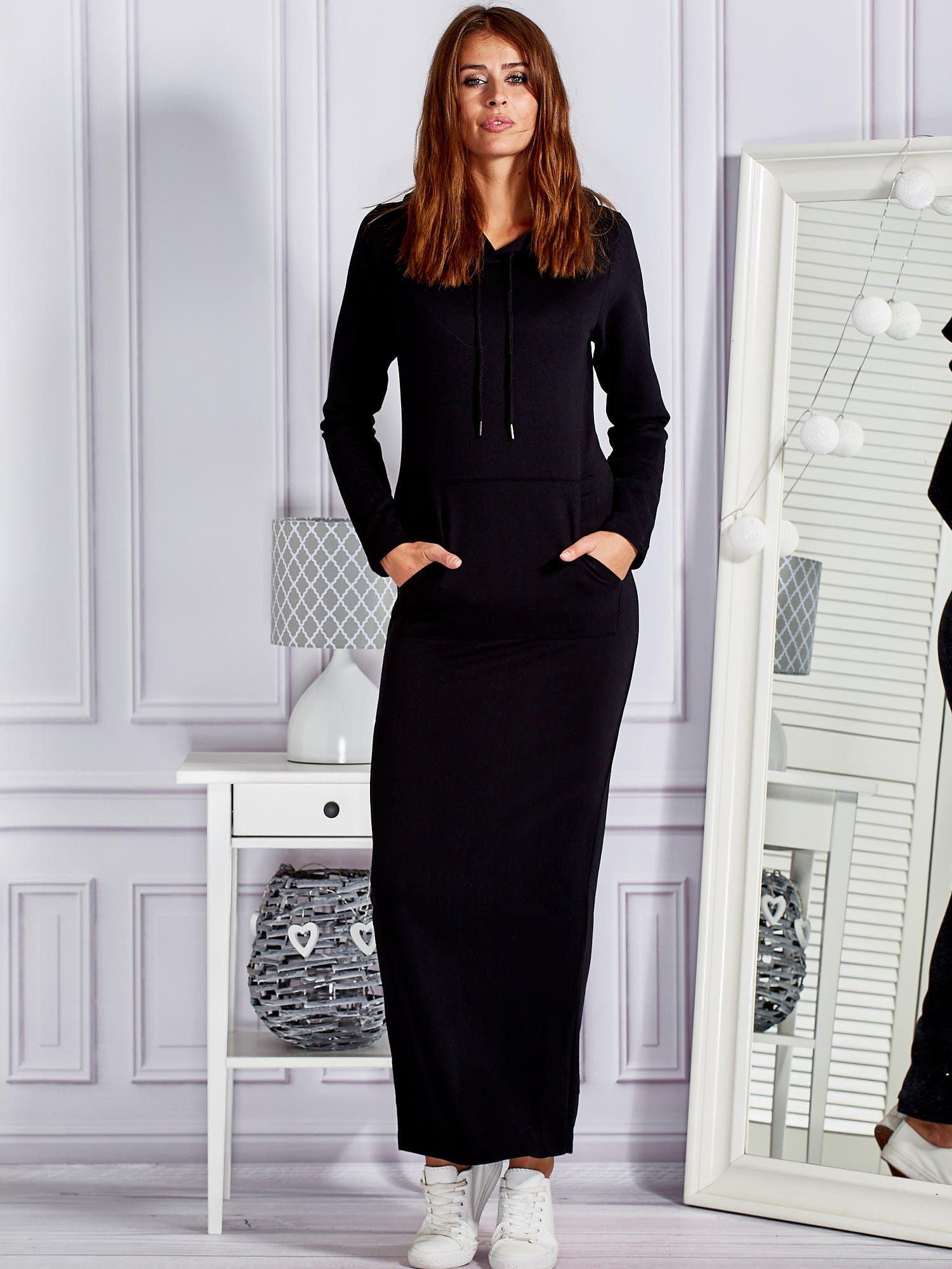 19fdee0d56 Bawełniana sukienka maxi z kapturem i kieszeniami czarna - Sukienka  dzianinowa - sklep eButik.pl