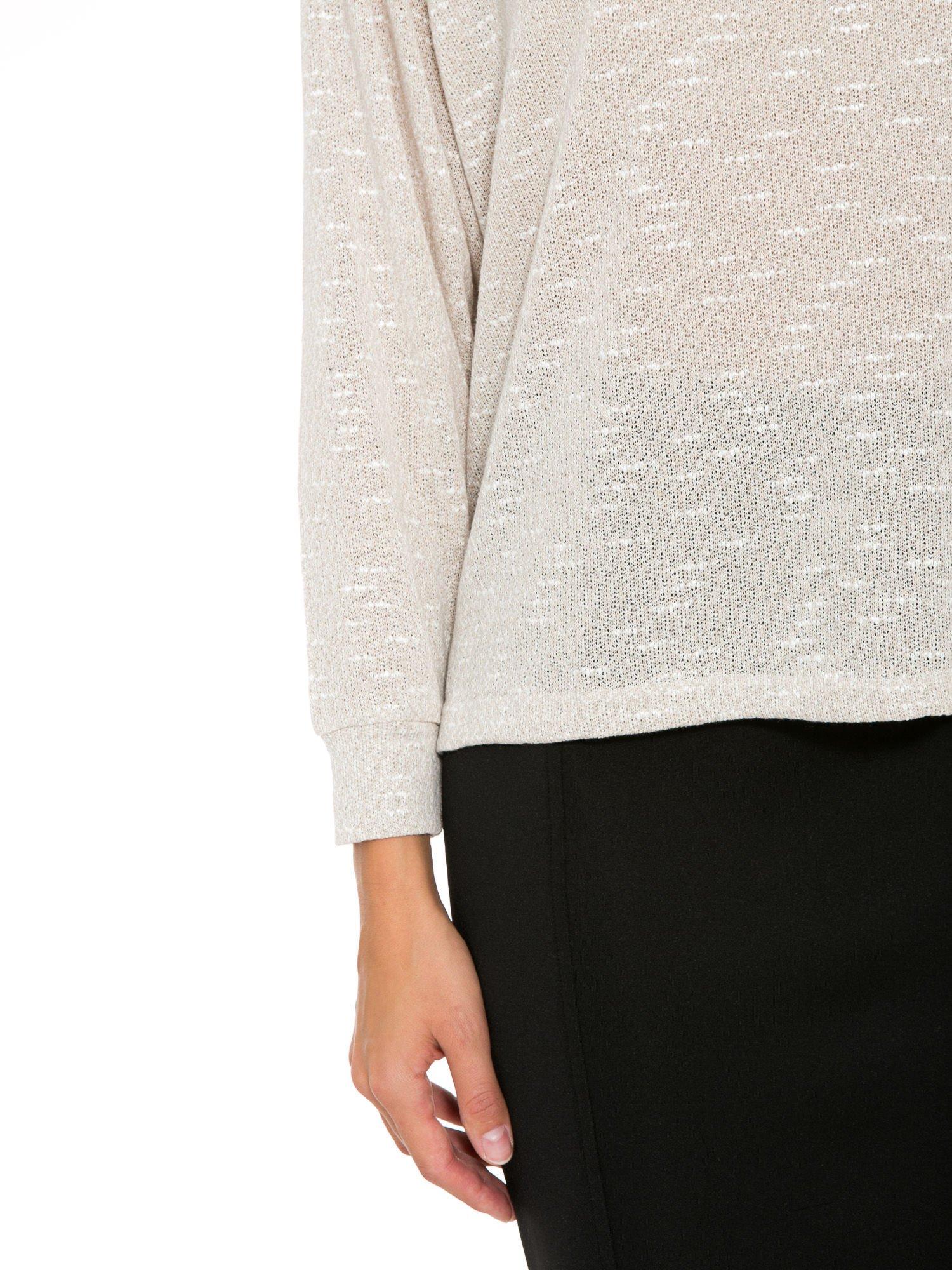 Beżowa bluzka oversize z nietoperzowymi rękawami                                  zdj.                                  7