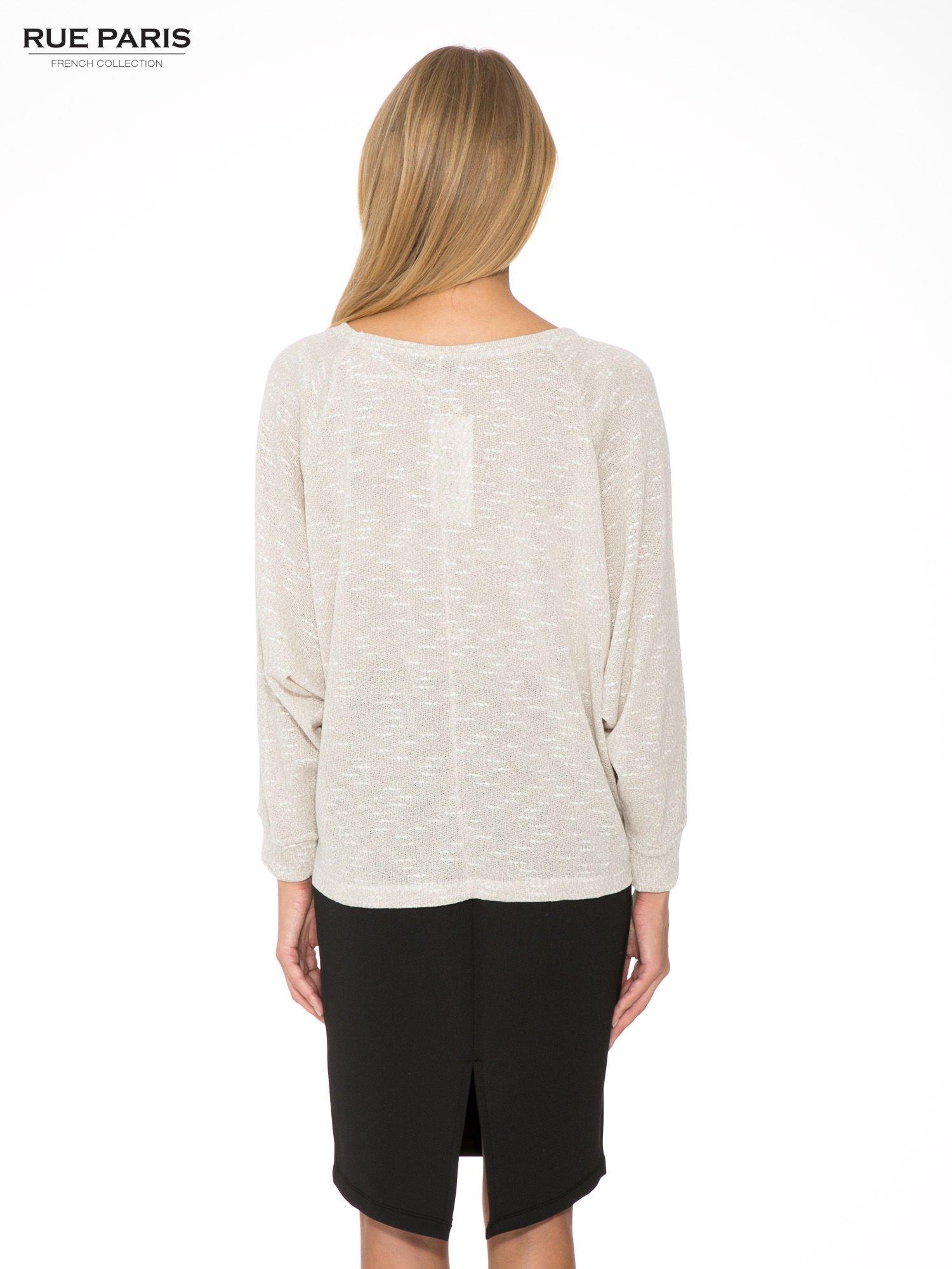 Beżowa bluzka oversize z nietoperzowymi rękawami                                  zdj.                                  4