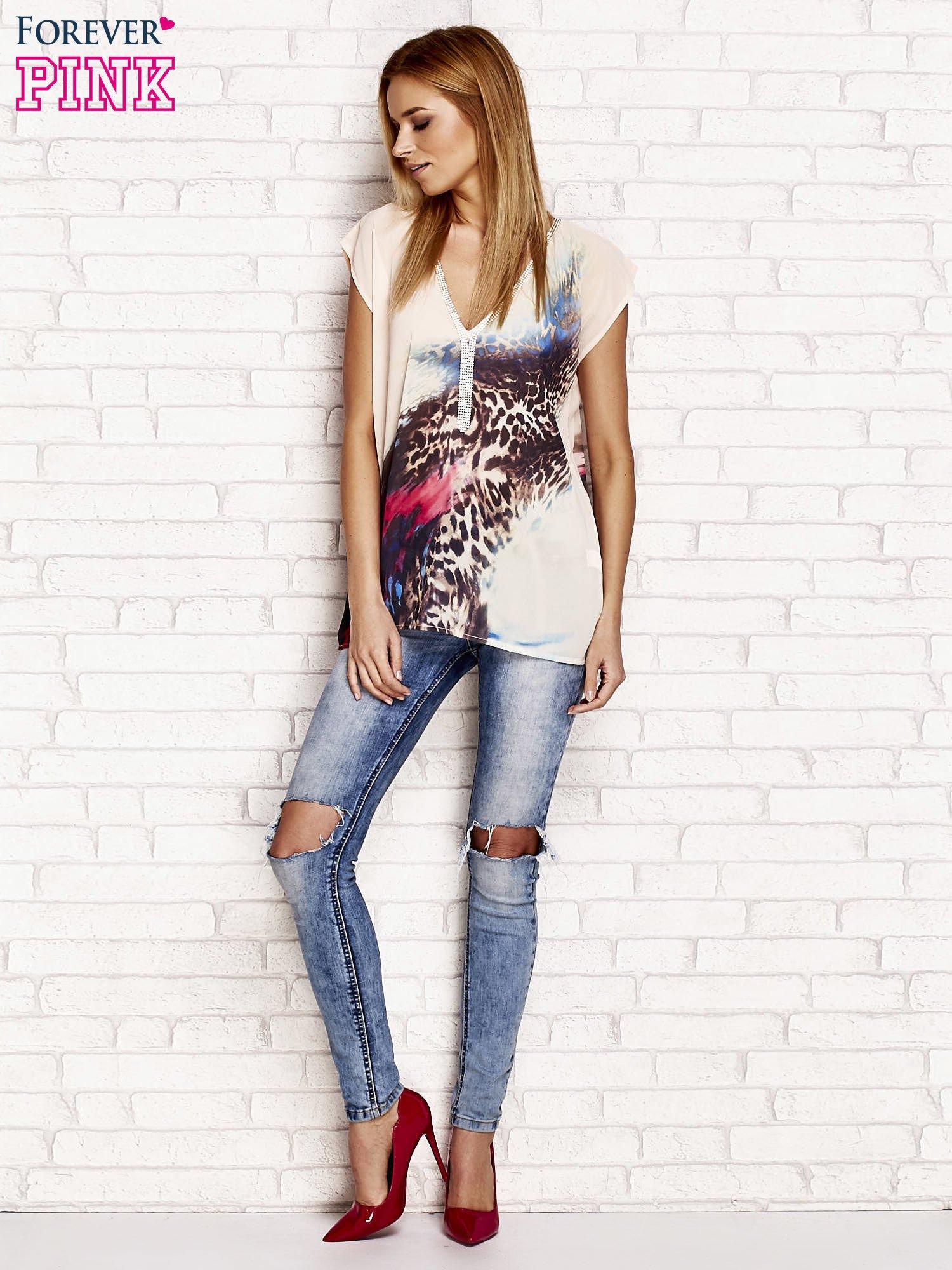 Beżowa koszula z abstrakcyjnym nadrukiem                                  zdj.                                  4