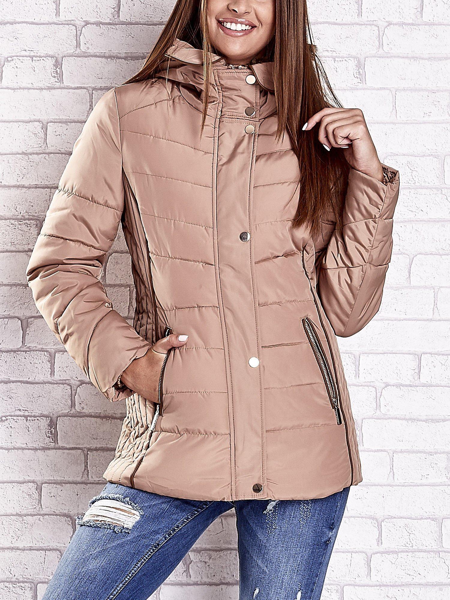 Beżowa kurtka zimowa ze skórzaną lamówką i futrzanym kapturem                                  zdj.                                  1