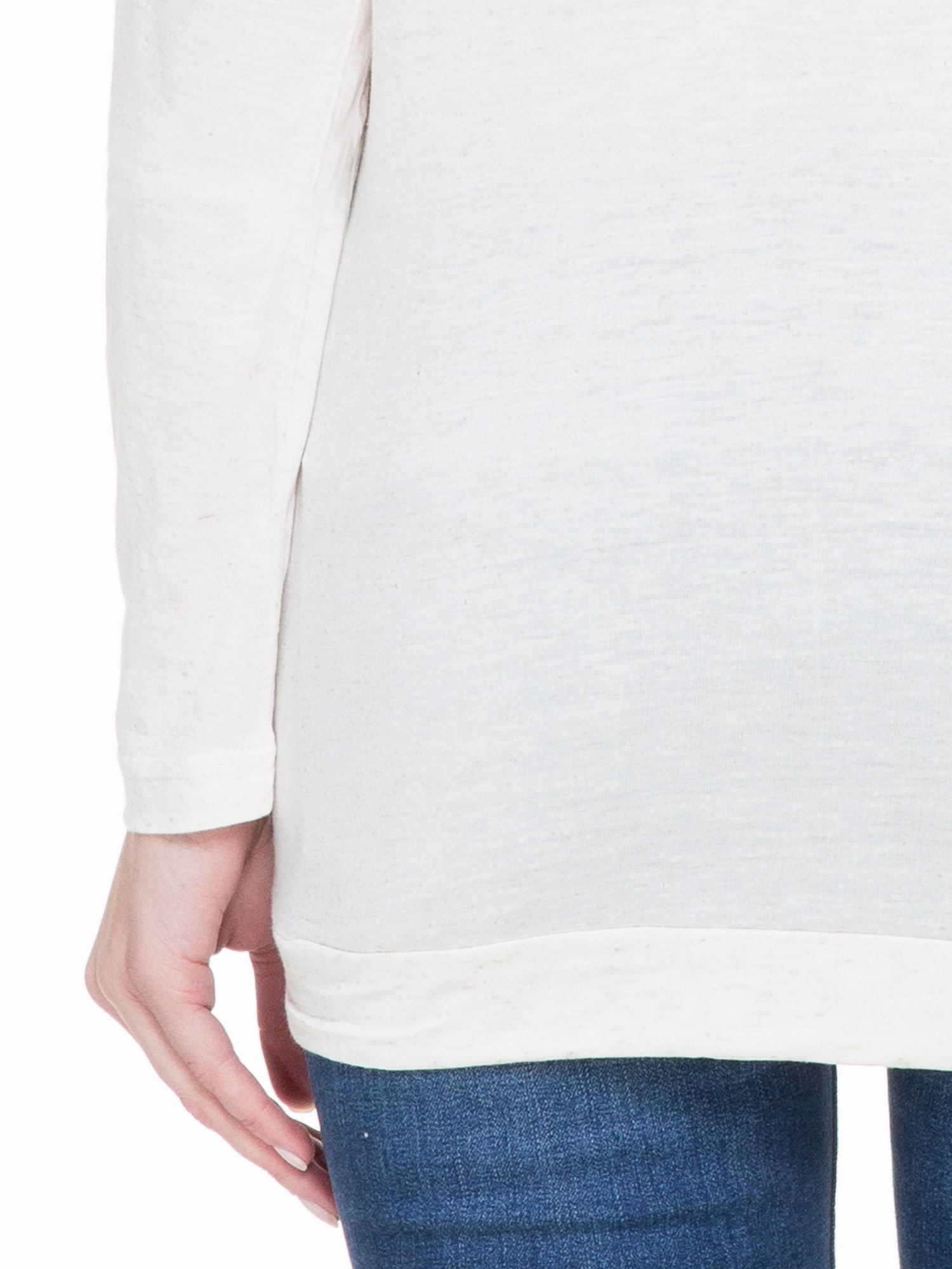 Beżowa melanżowa bluzka dresowa z kołnierzokapturem i ściągaczem na dole                                  zdj.                                  6