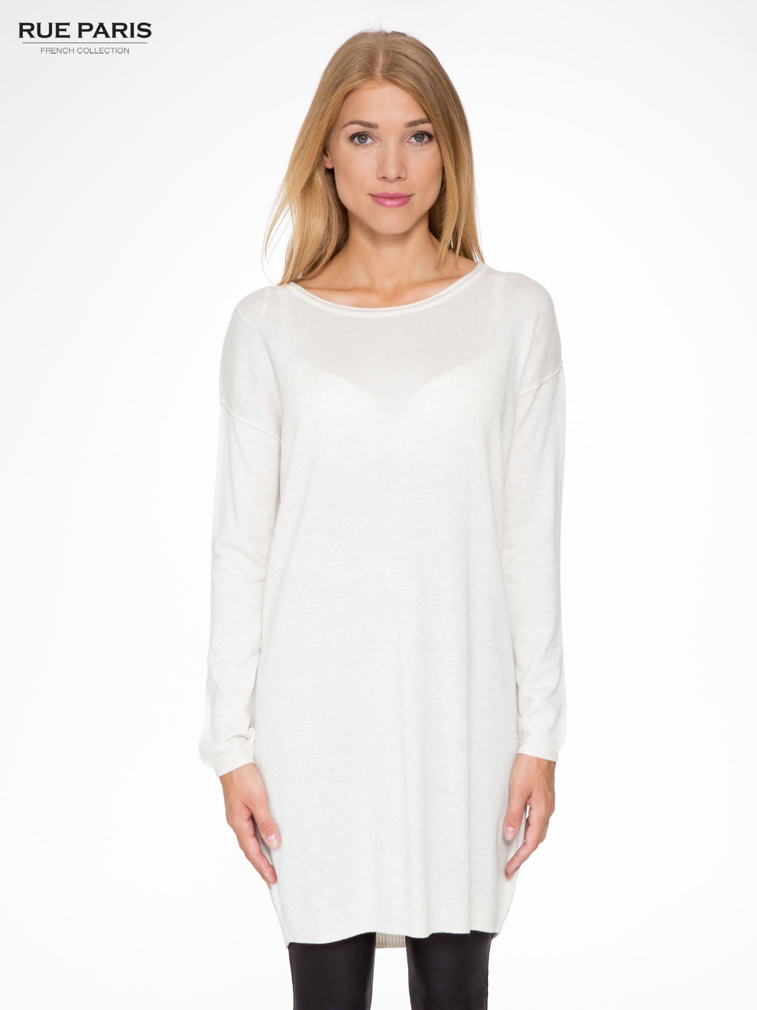 Beżowa prosta dzianinowa sukienka                                  zdj.                                  1