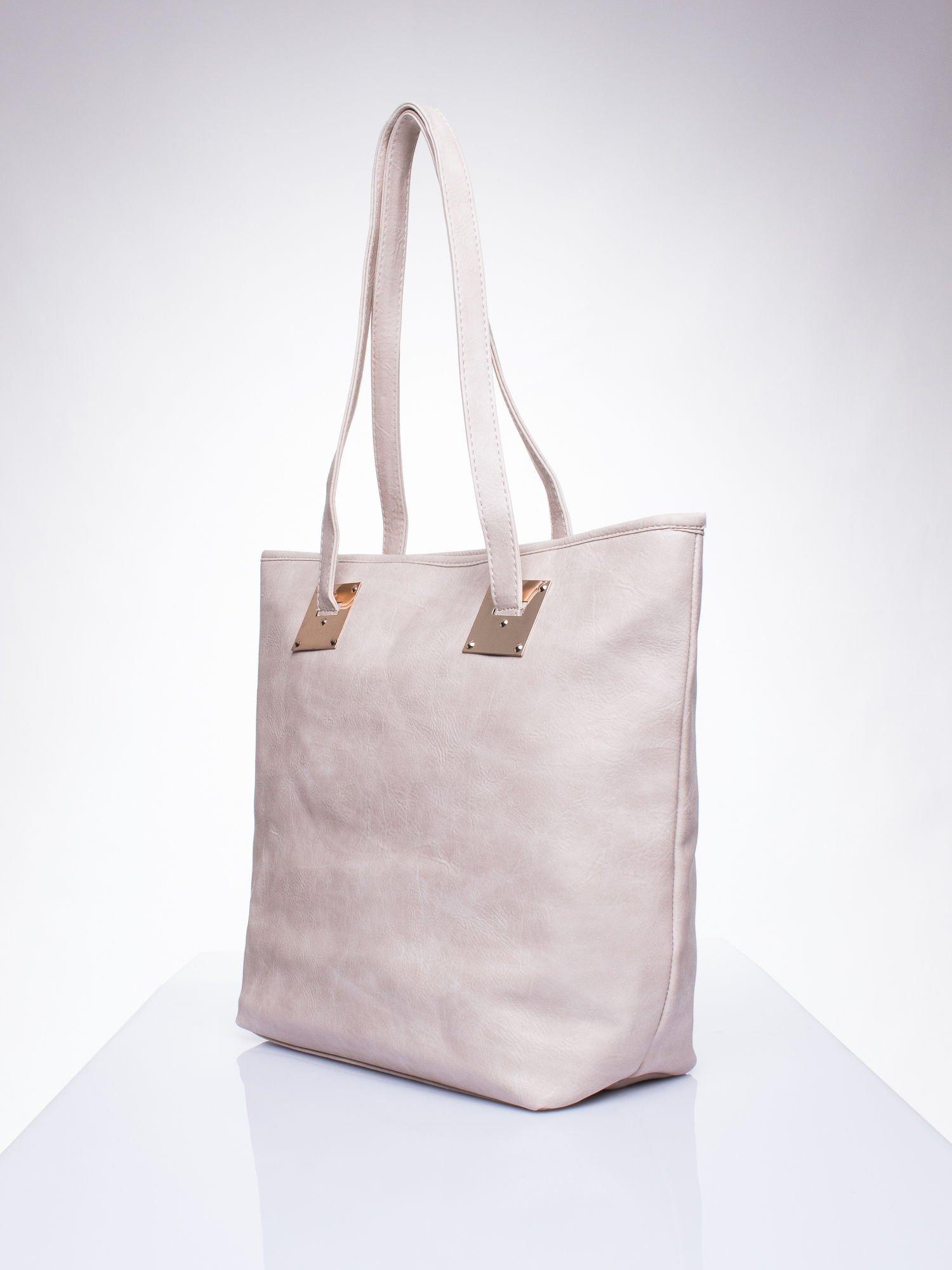 Beżowa prosta torba shopper bag ze złotymi okuciami                                  zdj.                                  2